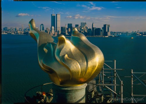 new-torch-and-flame-with-manhattan-skyline-in-background-december-17-1985-statue-of-liberty_add19202-55ec-4855-96f8-f3eb429ad07e