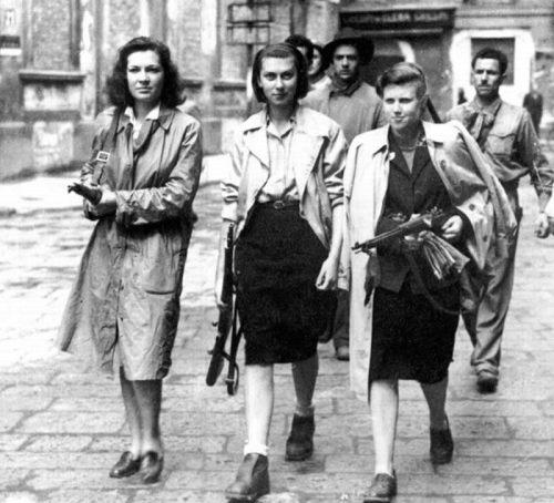 armed_women_17