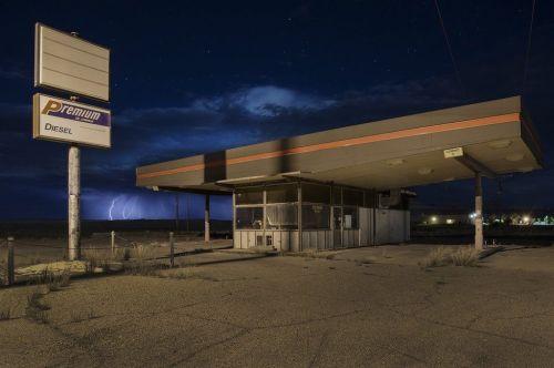 _94771311_11-petrolstationlightning